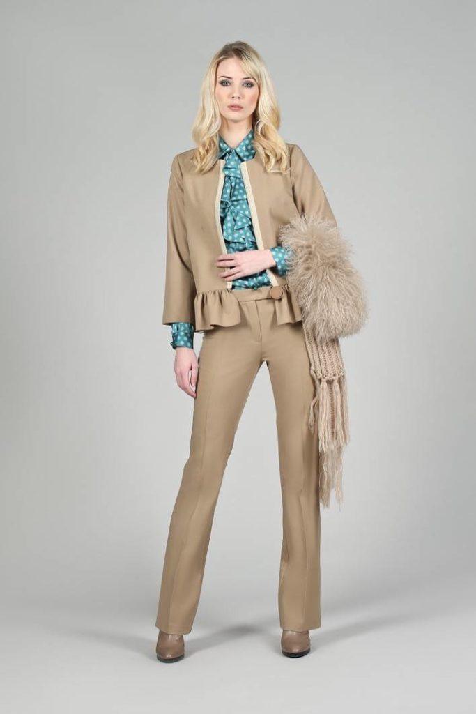 32 - Giacca Marlyn - Camicia Tecla - Pantalone Amina - Sciarpa Pixie