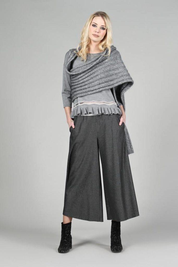 81 - Coprispalle Joanne - Maglia Alis - Pantalone Gesso